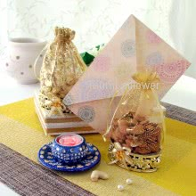 Designer Tealight Holder with 2 Potli of Dryfruits. Contains 1 Tealight Holder , potli of 100gms Almonds, potli of 100gms cashew and  1pc Diwali Greeting Card