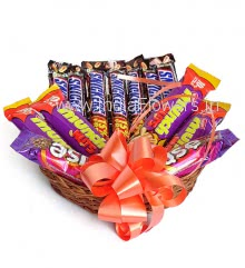 Basket of Nutty Chocolates Contains 7pc Snickers 28g., 4pc Munch Nuts 32g. and 2pc Cadbury Fuse Chocolates 50g. each.