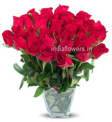30 Stem of Red Valentines day Roses in a Glass Vase